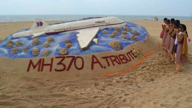 MH370 a tribute in the sand